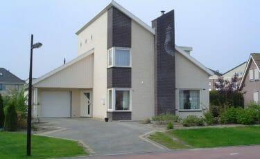 Huis met een overhoekse bakgoot 280