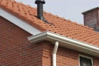 Huis met rustieke dakgoot 180