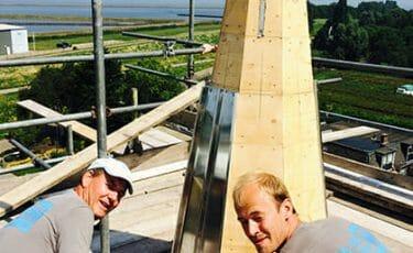 Renovatie Oosterkerk Andijk opnieuw bekleden van zinken fels banen